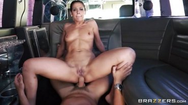 Brazzers - Stretching Her Anus Right In The Van - Big Butts Like It Big